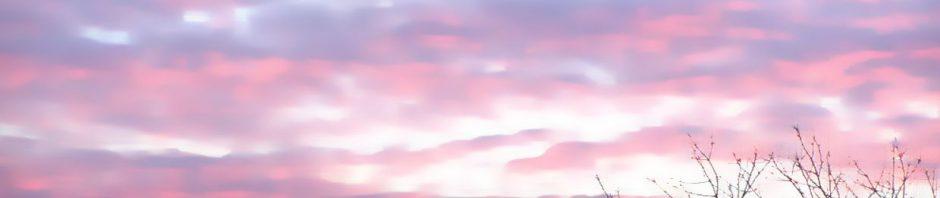 Windräder vor Wolken